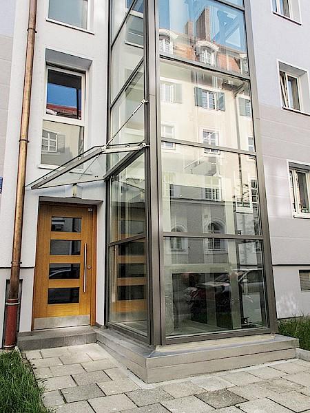 Treppenhaus einfamilienhaus außen  Aufzugsdienst München · Ihr Aufzugsspezialist in der ...